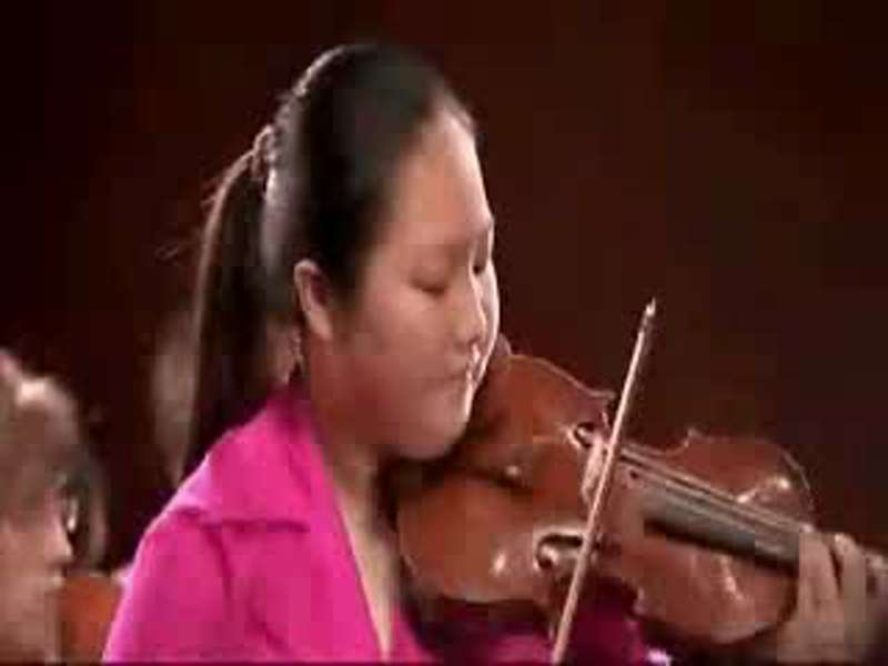 15 year old violinist plays Leclair - Violinmasterclass